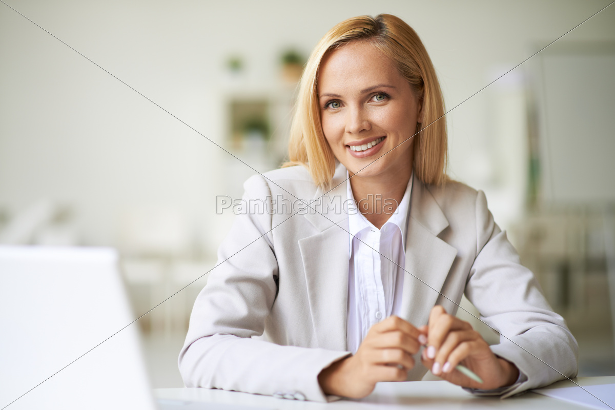 businesswoman, at, workplace - 10039244