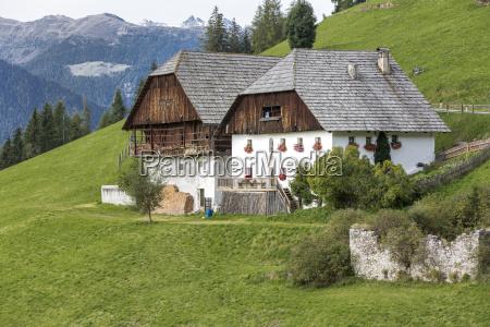 tipica fazenda no sul do tirol