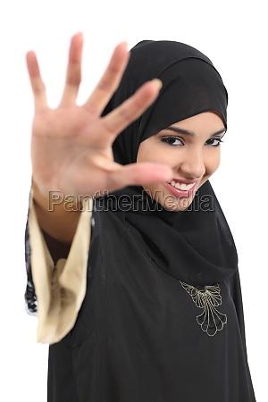 saudi arab woman saying no photos