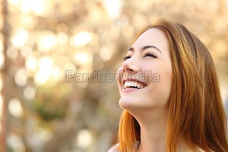 retrato de uma mulher de riso