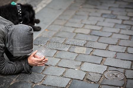 mendigo na rua
