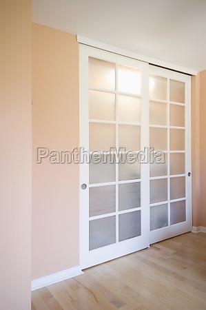 as portas de correr do armario