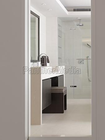 vanity entre pias no banheiro moderno
