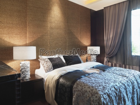 parede texturizada atras da cama
