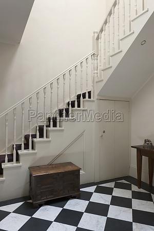 escadaria em casa tradicional