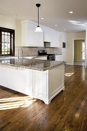 piso de madeira na cozinha tradicional