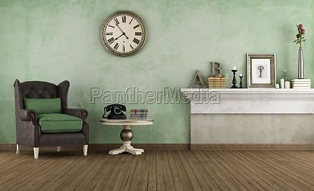 quarto velho com poltrona de couro