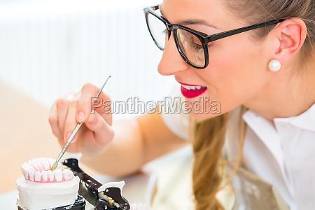 tecnico de protese dentaria protese produzindo