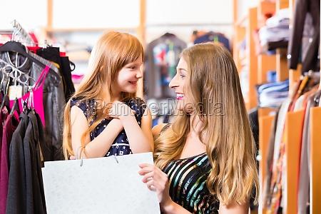 compra da familia para a roupa