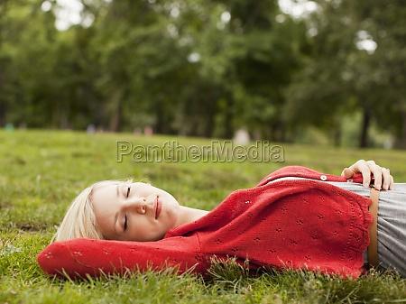 arvore parque mentira horizontalmente sono adormecido