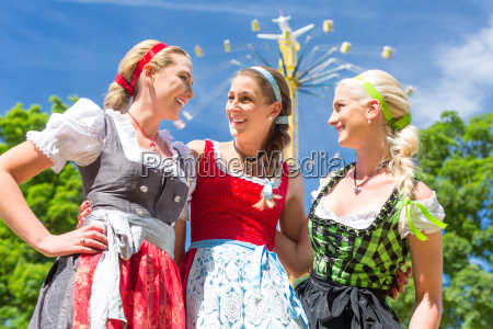 namoradas visitar fairground se divertir