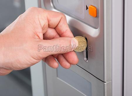 alimento mao moeda refrigerante robo maquina