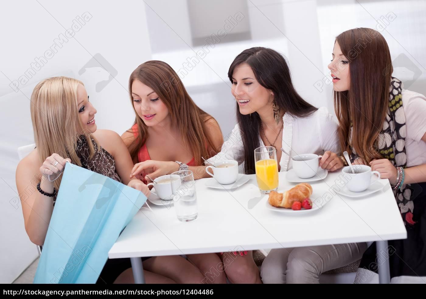 mulheres, amigos, que, olham, compras - 12404486