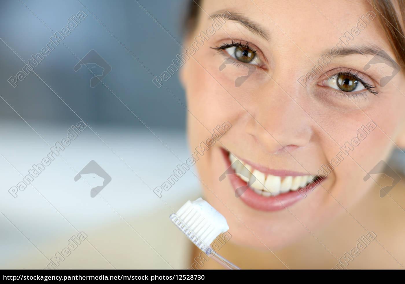 close-up, sobre, o, sorriso, dentuço, da - 12528730