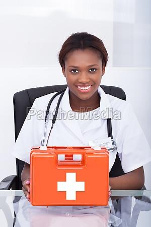 medico mulher pessoas povo homem risadinha