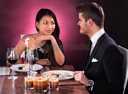 restaurante pessoas povo homem alimento refeicao