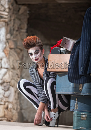 caucasiano europeu adulto comico carater circo