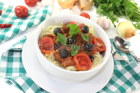 spaghetti alla puttanesca with tomatoes