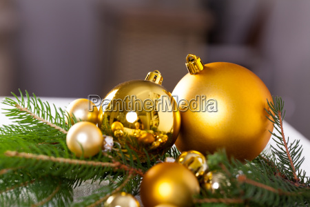 joia brilhante dourada de advebt do