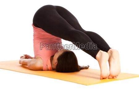 exercicio da ioga na esteira halasana