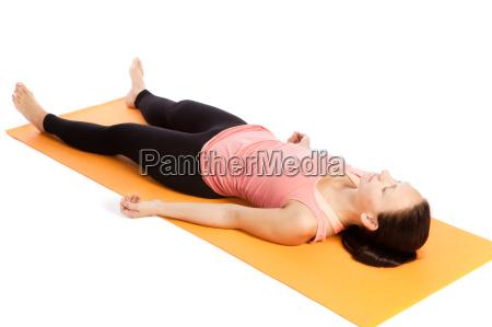 exercicio da ioga na esteira shavasana