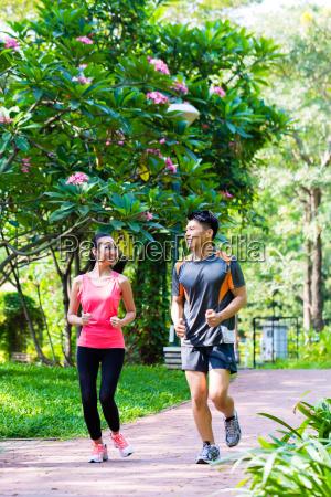 homem e mulher chineses asiaticos que