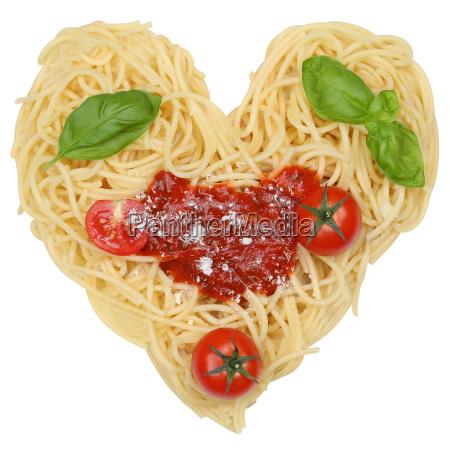massas macarrao espaguete isolado como o