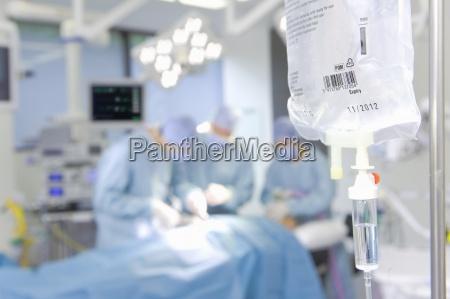concentrando cirurgioes realizar a operacao com