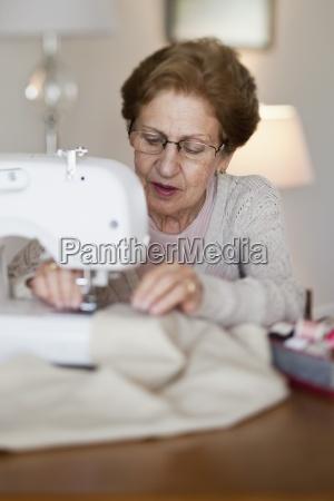 mulher arte cor feminino aposentadoria oculos