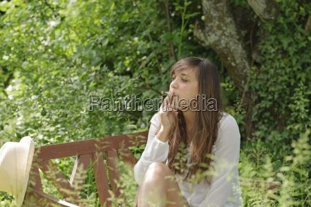 mulher cigarro pessoas povo homem mulheres