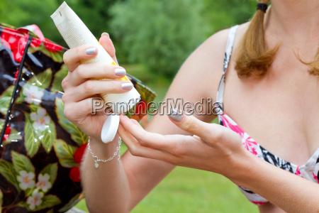 young woman apply the sunscreen