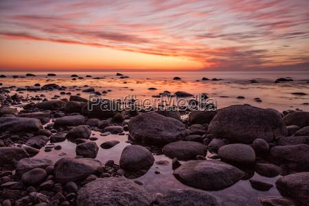 por do sol na costa baltica