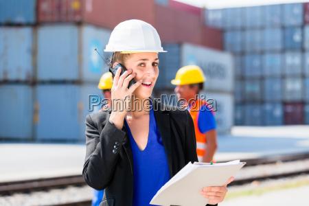 mulher telefone pessoas povo homem industria