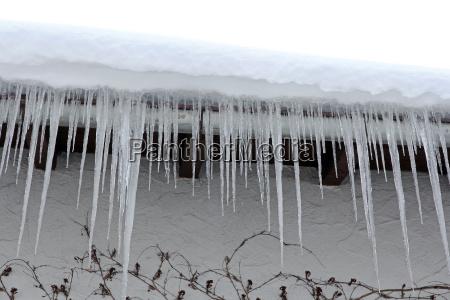 casa construcao perigo inverno gelo sincelo