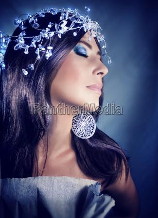 elegante feminino retrato olhos fechado partido