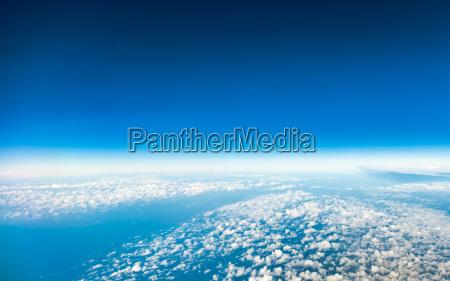 sky vista da janela do aviao