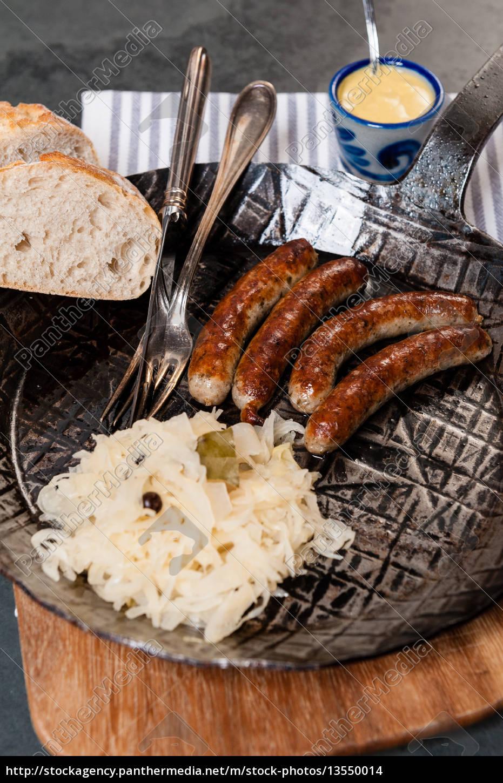 salsichas, assadas, com, chucrute, em, uma - 13550014