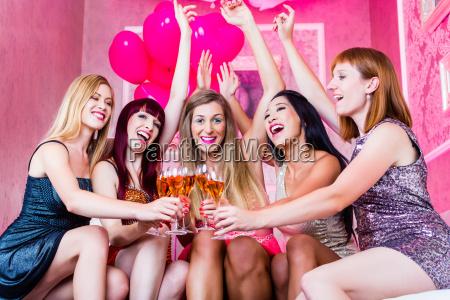 partido das mulheres no clube nocturno