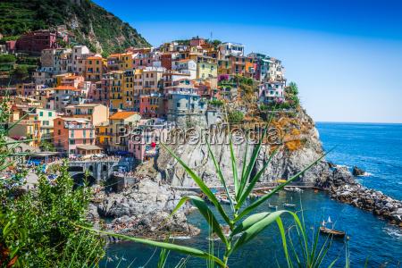 cinque terre italy vila colorida