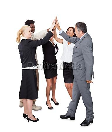 pessoas de negocios celebrando com um