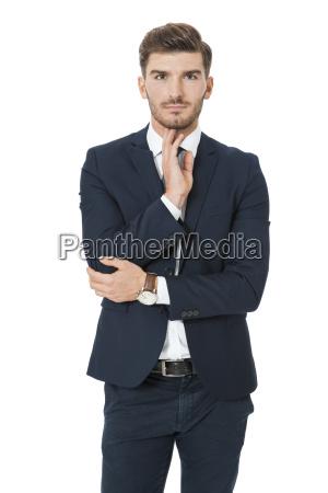 bem sucedido jovem empresario em pe
