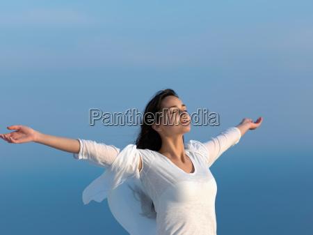 jovem desfrutar do sol