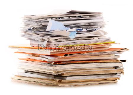 pilha de reciclagem de papel isolado