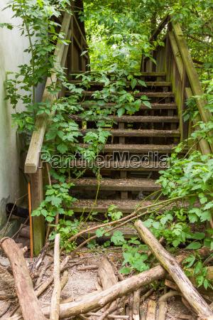 escadas em ruinas