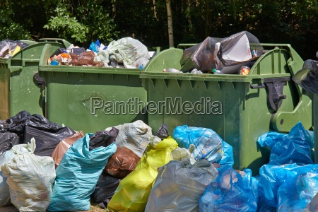 lixo contentores cheios transbordando