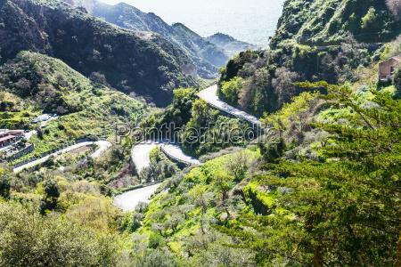 estrada da montanha para a cidade