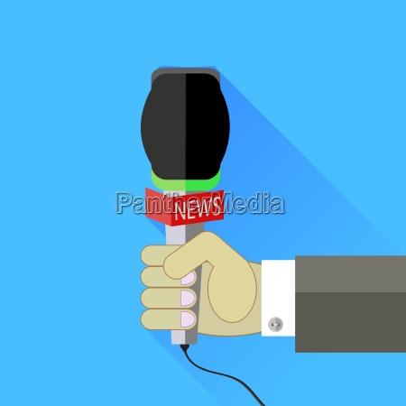 reporter segurando um microfone isolado no
