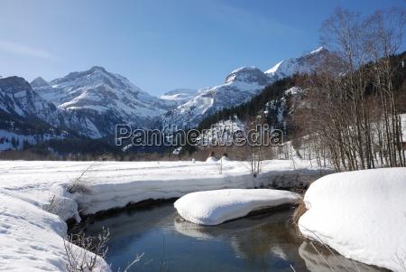 montanhas paisagem de inverno neve agua