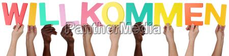 grupo pessoas multicultural segurando a palavra