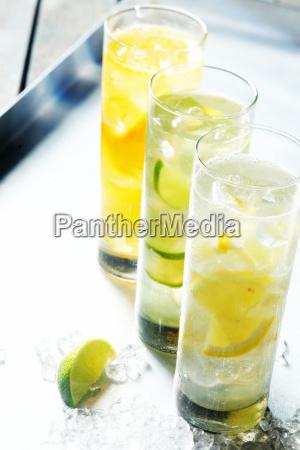 vidros altos de bebidas congeladas do